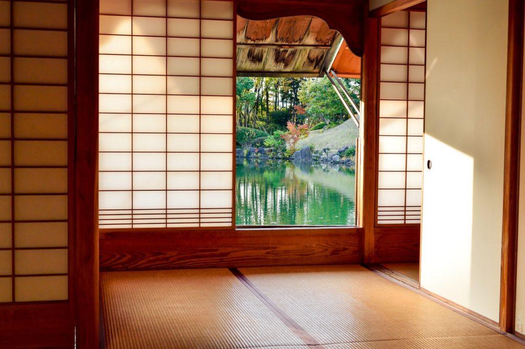 ¿Qué es Japandi? casa japonesa con vista