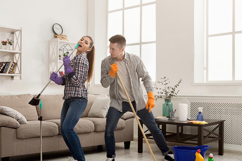 Crea una buona atmosfera in modo da rendere le pulizie più piacevoli