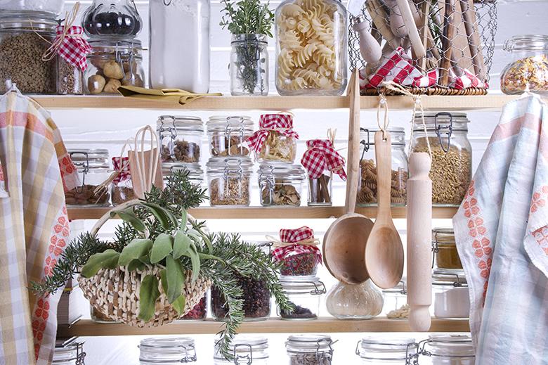 estantería condimentos cereales especias